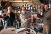 Dorpsgenoten Maarten de Boer en Toon Wortel werken mee aan uniek 'mannen' boek